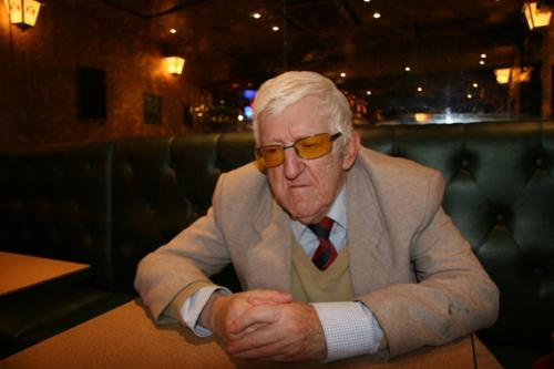Monsieur Carrière dans son bar fétiche (photo N. Deltort)