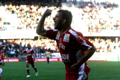 L'avant centre du MHSC célébre un but contre Ajaccio (photo N. Deltort)