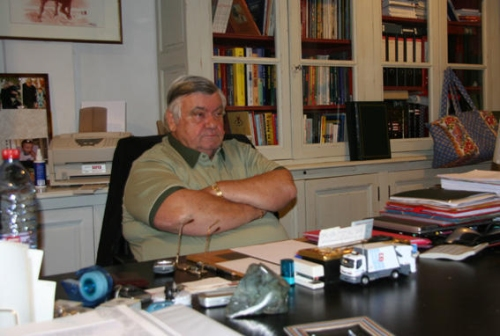 Loulou dans son bureau du Mas Saint-Gabriel (photo N. Deltort)