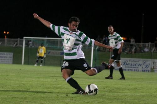 A l'image de Julien Vellas, l'arrière gauche des Maritimes, les défenseurs du FC Sète sont en grande forme depuis le début de saison (photo N. Deltort)