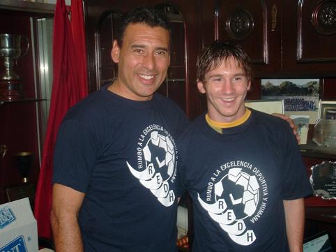 Jose Luis et le parrain de son académie, Lionel Messi - photo N. Deltort