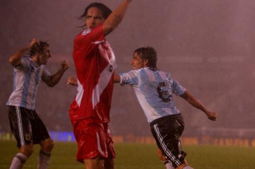 El Titan Palermo vient de marquer le second but de l'Argentine qui arrache la victoire à la 93e