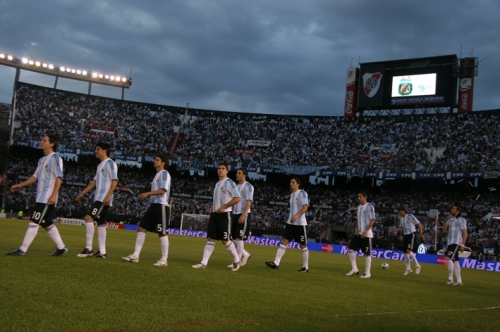 Entrée de la sélection argentine au stade Monumental de River Plate (photo N. Deltort)